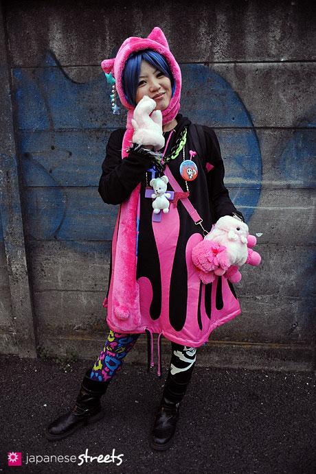 120101-2181: Japanese street fashion in Harajuku, Tokyo (SUPER LOVERS, Salad Bowl, ALGONQUINS, tutuHA, Disney, 6%DOKIDOKI)