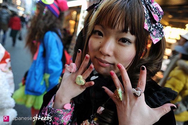120107-2474: Japanese street fashion in Harajuku, Tokyo