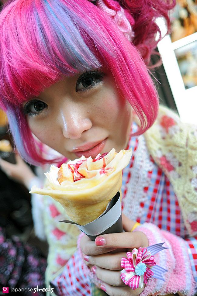 120107-2413: Japanese street fashion in Harajuku, Tokyo
