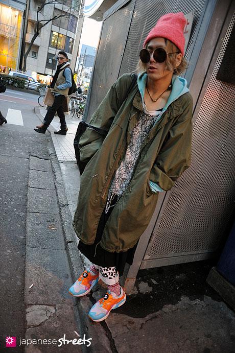 120118-2893: Japanese street fashion in Harajuku, Tokyo (American Apparel, Nozomi Ishiguro, PUMA, military surplus)