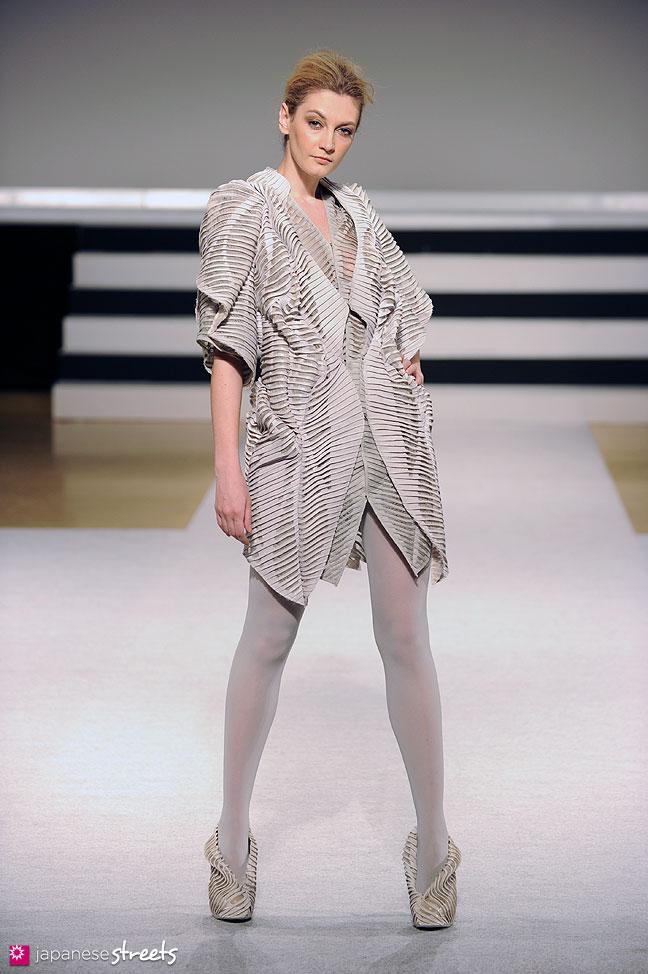120131-5167: Bunka Fashion Graduate University Fashion Week 2012