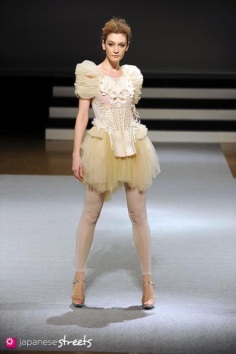 120131-4998: Bunka Fashion Graduate University Fashion Week 2012