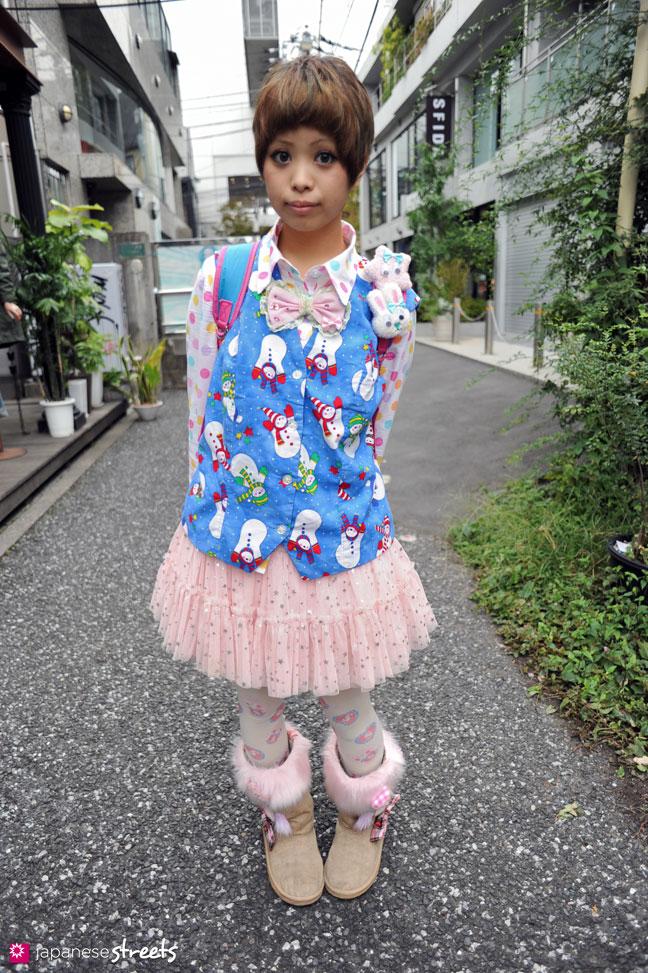 101024-6038: Street fashion in Harajuku, Tokyo (Jam Pixy, Candys)