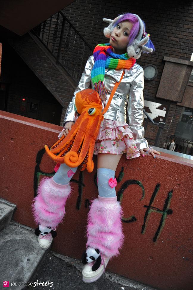 120204-5388: Japanese street fashion in Harajuku, Tokyo (Clip Joint God, B Be Bee, 6%DOKIDOKI, Swimmer, Warner Bros)