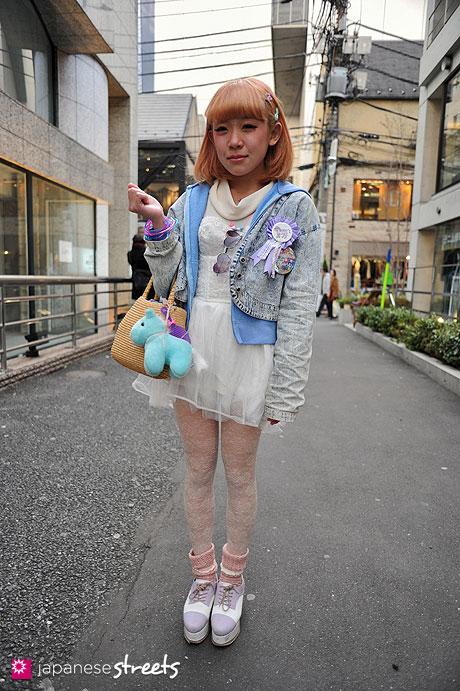 120325-7542: Japanese street fashion in Harajuku, Tokyo (OLD NAVY, Tutu Anna, ESPERANZA, H&M)